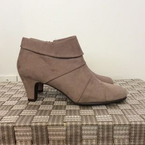 AEROSOLES Shoes - Heeled Ankle Booties Size 6